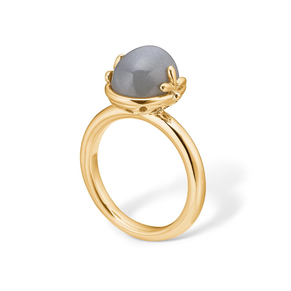 Image of   Blossom ring i 14 kt guld med en oval grå månesten