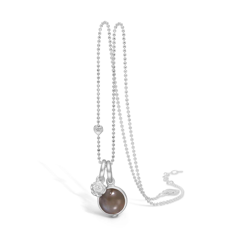 Image of   Blossom sølv halskæde med månesten og lille blomst, 80 cm