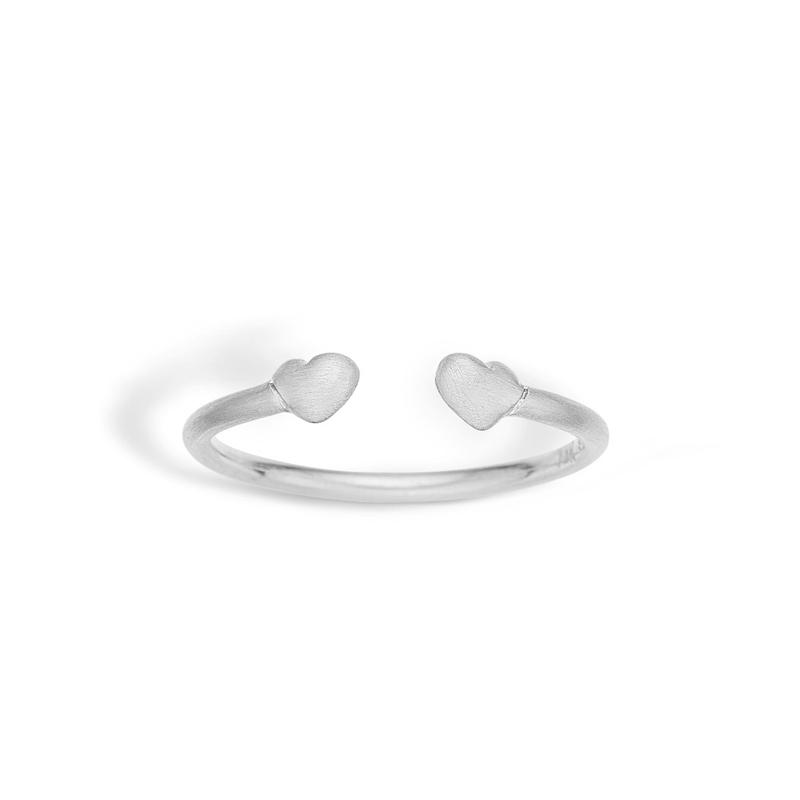 Image of   Blossom mat åben sølv ring med hjerter