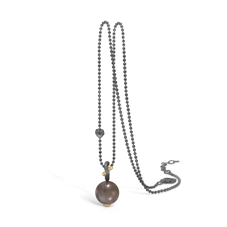 Image of   Blossom halskæde i sort sølv med grå månesten, 80 cm
