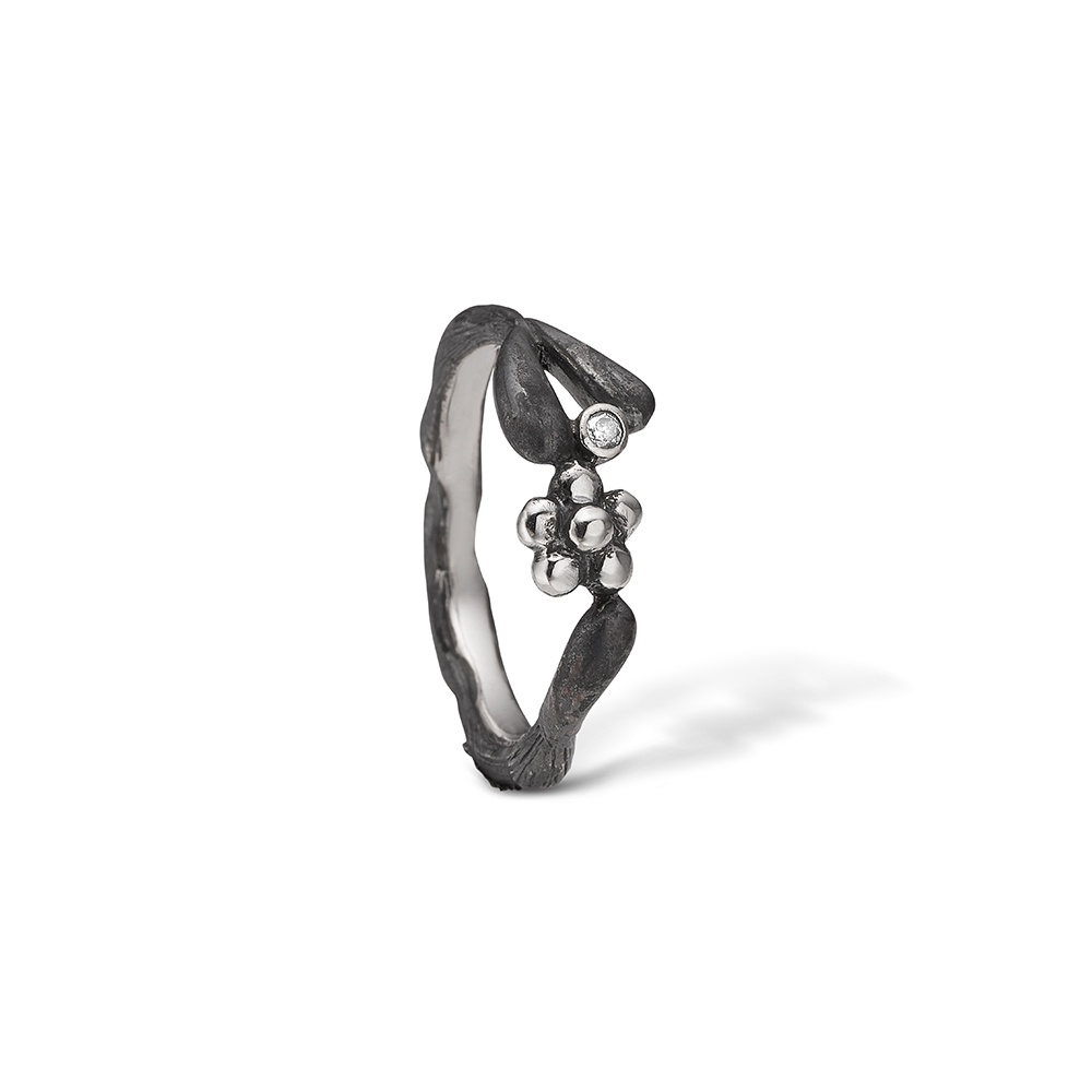 Blossom sølv oxideret blomster ring med cz