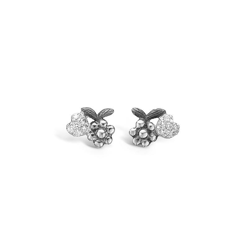 Blossom sølv oxideret ørestikker med blomst og pave hjerte