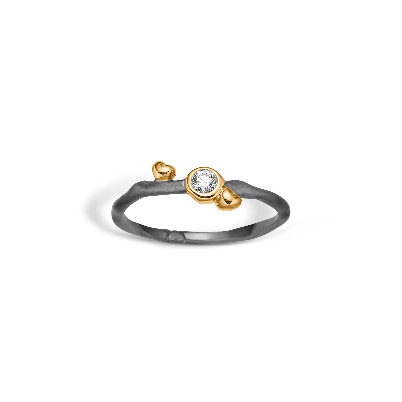 Image of   Blossom ring i sort sølv med forgyldt hjerter og cz