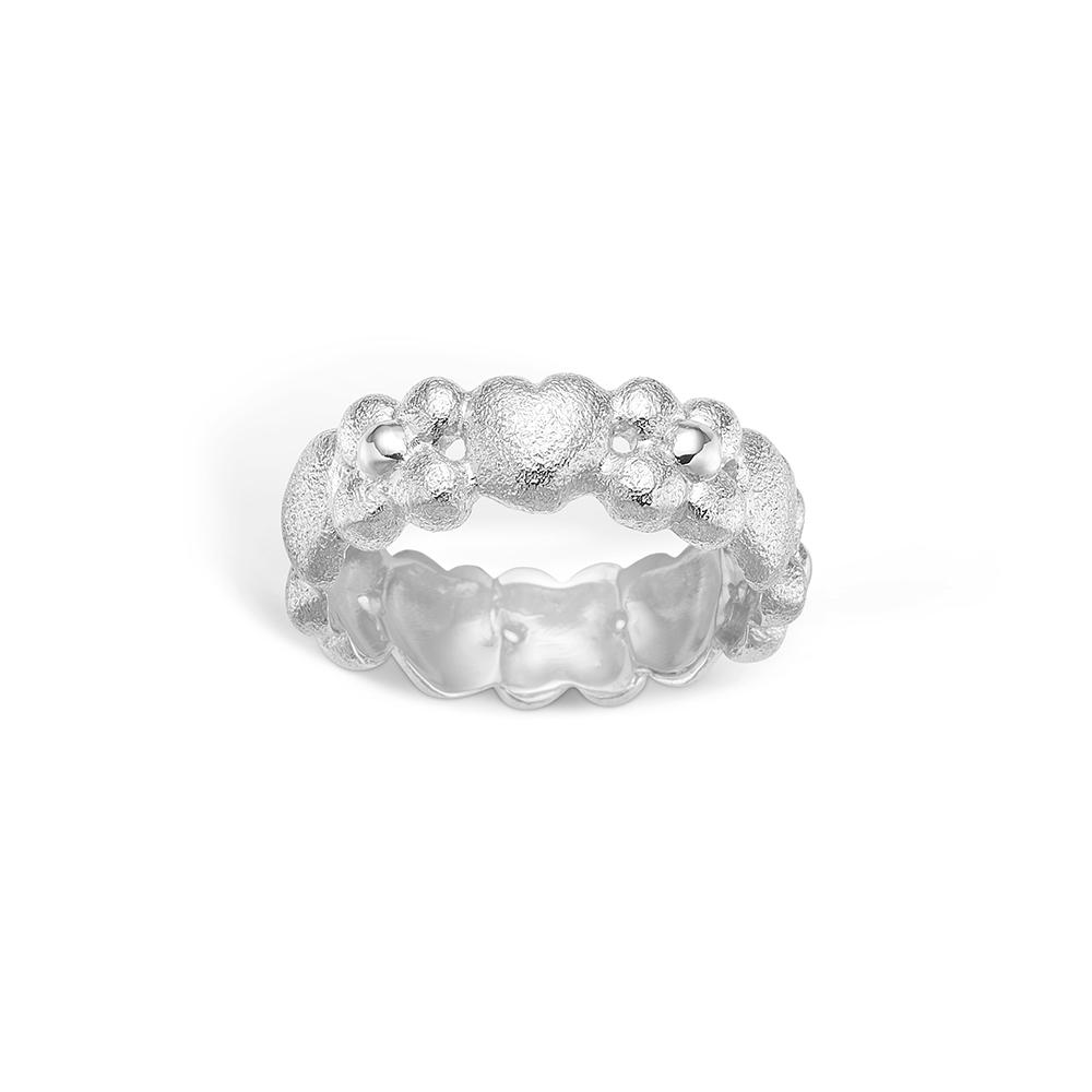Image of   Blossom ring i 14 kt hvidguld med blomster og hjerter