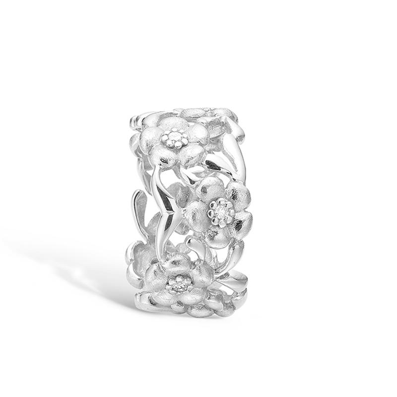 Image of   Blossom ring i 14 kt hvidguld med 8 diamanter