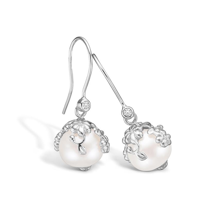Blossom 14 kt. hvidguld perle ørehænger med 10 diamanter