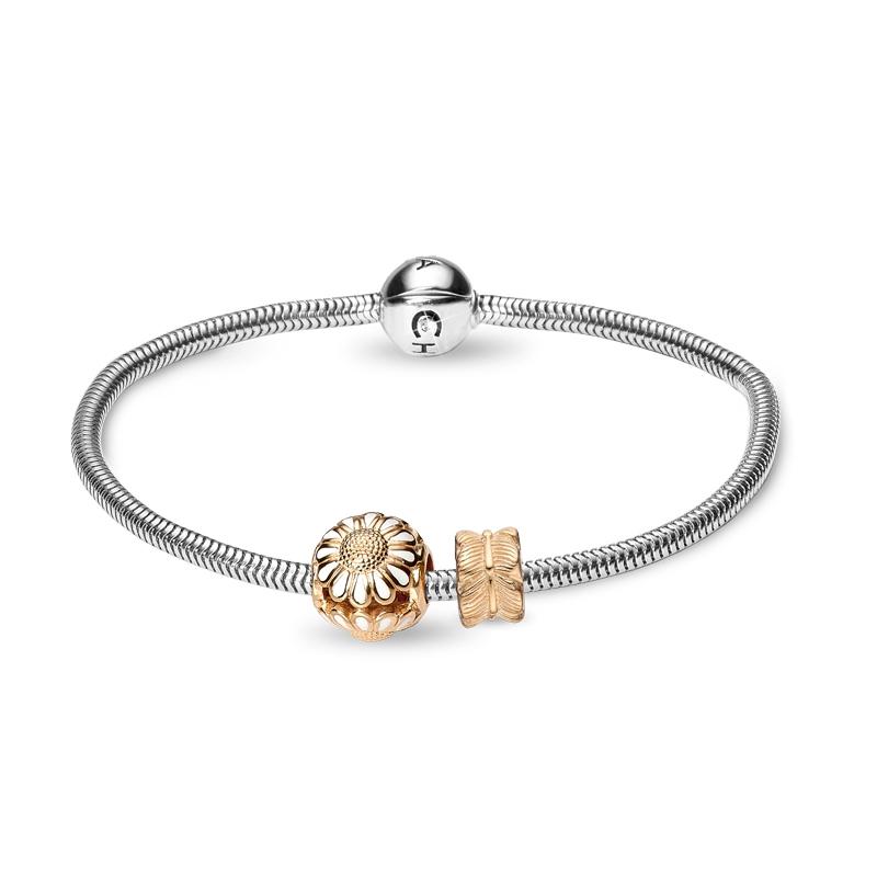 Christina Jewelry armbånd i sølv med forgyldt marguerit og blad charm