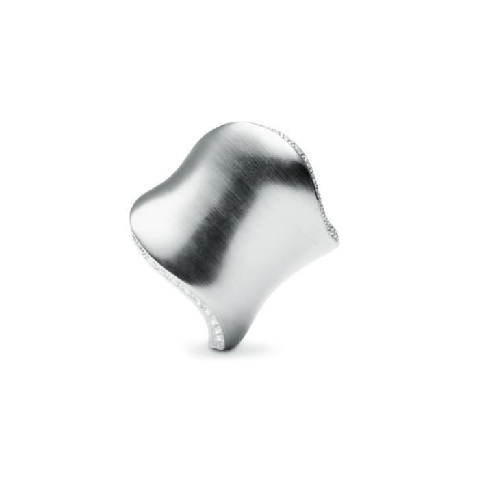 Image of   Ole Lynggaard The Kiss ring i hvidguld med 49 brillanter