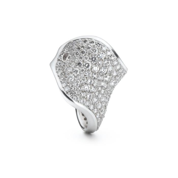 Image of   Ole Lynggaard The Kiss ring i hvidguld med 195 brillanter