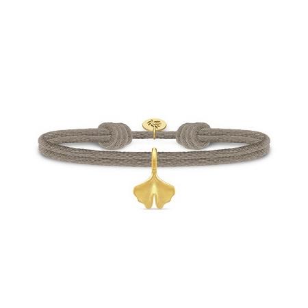 Julie Sandlau Ginko satin sandfarvet armbånd med forgyldt vedhæng