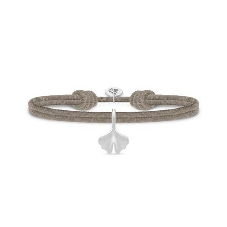 Julie Sandlau Ginko satin sandfarvet armbånd med sølv vedhæng