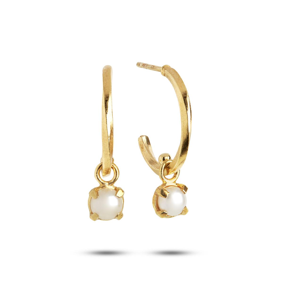 Image of   Carré snoet forgyldte creoler med hvid perle, juni månedssten