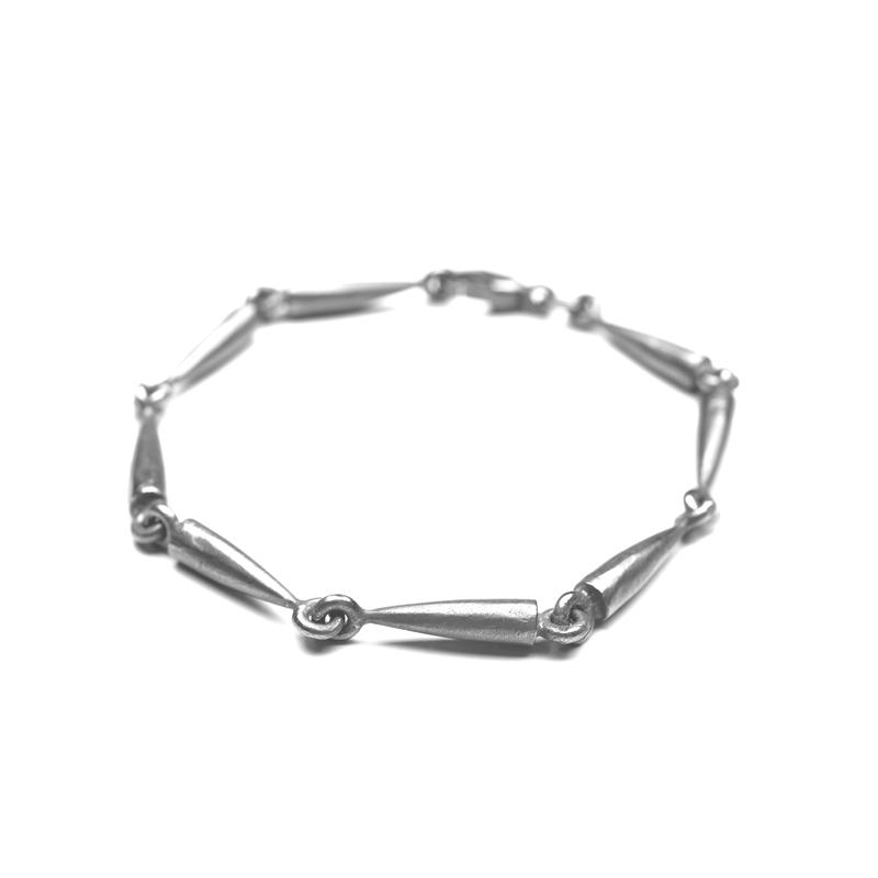 """Image of   Guldsmed ø """"A"""" armbånd i sølv"""