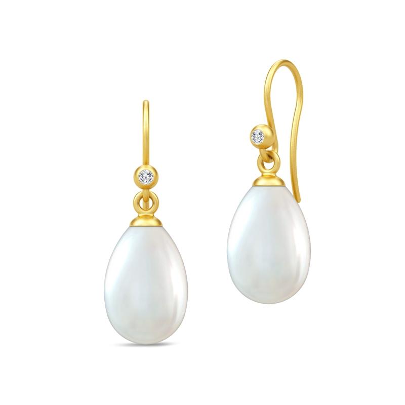 Image of   Julie Sandlau Perla ørehængere i forgyldt med hvide perler